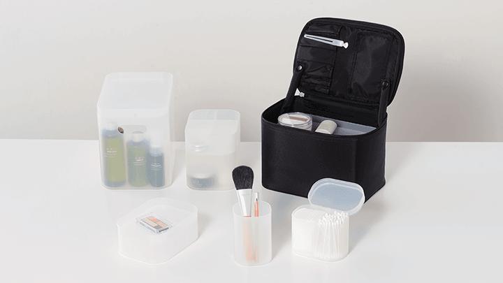 Mindre behållare från Muji att förvara smink och hygien produkter i
