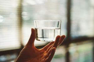 Ett glas med vatten